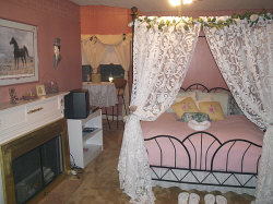 http://www.cupidscountrycastle.com/images/princesschambers_small.jpg